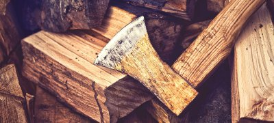 Wood and ax. Photo.